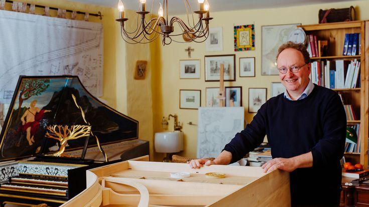 Stefaan Bergé infront of a harpsichord